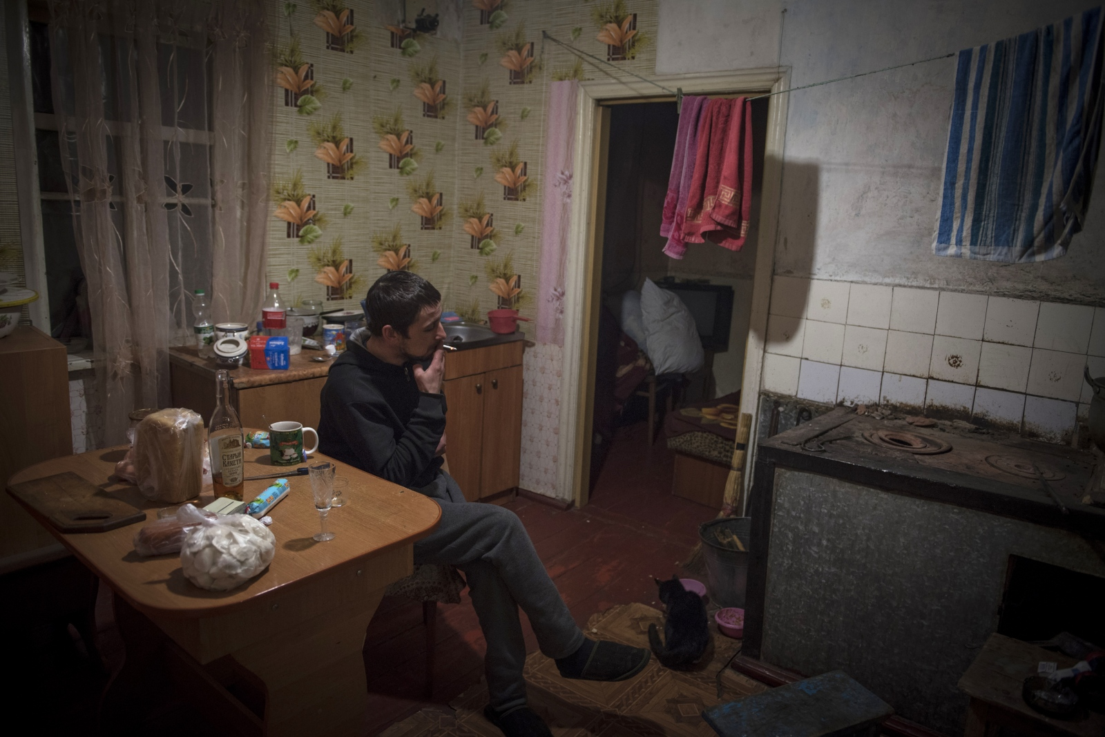 Art and Documentary Photography - Loading Donbass_stories_-_Evgeny_30.jpg