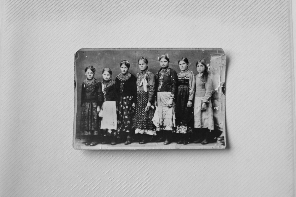 The ancient generations of Old Believers were brought up in Siberia. These women belong to the Martushev family.