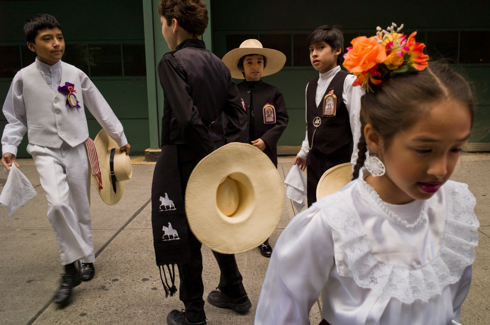 Art and Documentary Photography - Loading immigrants_017.jpg