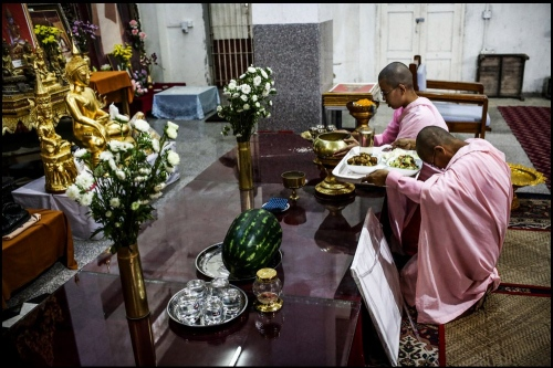 Nuns are in prayer In Buddhist temple _ Yangon © Fatemeh Behboudi