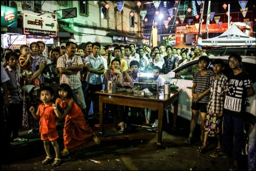 On Chinese New Year, People are watching of Chinese ceremony  © Fatemeh Behboudi