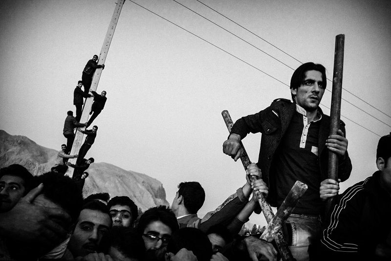 people are waiting for start of Execution of 4 people _ Isfahan 2012 © Fatemeh Behboudi