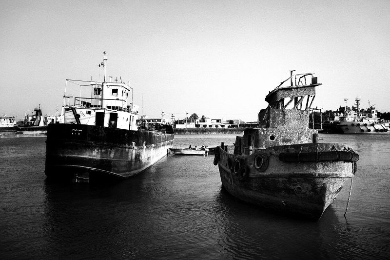 Many ships in the Arvand river (border river between Iran and Iraq) were drowned in during the war. A cargo ship that was drowned in the war was brought out from the Karun River © Fatemeh Behboudi