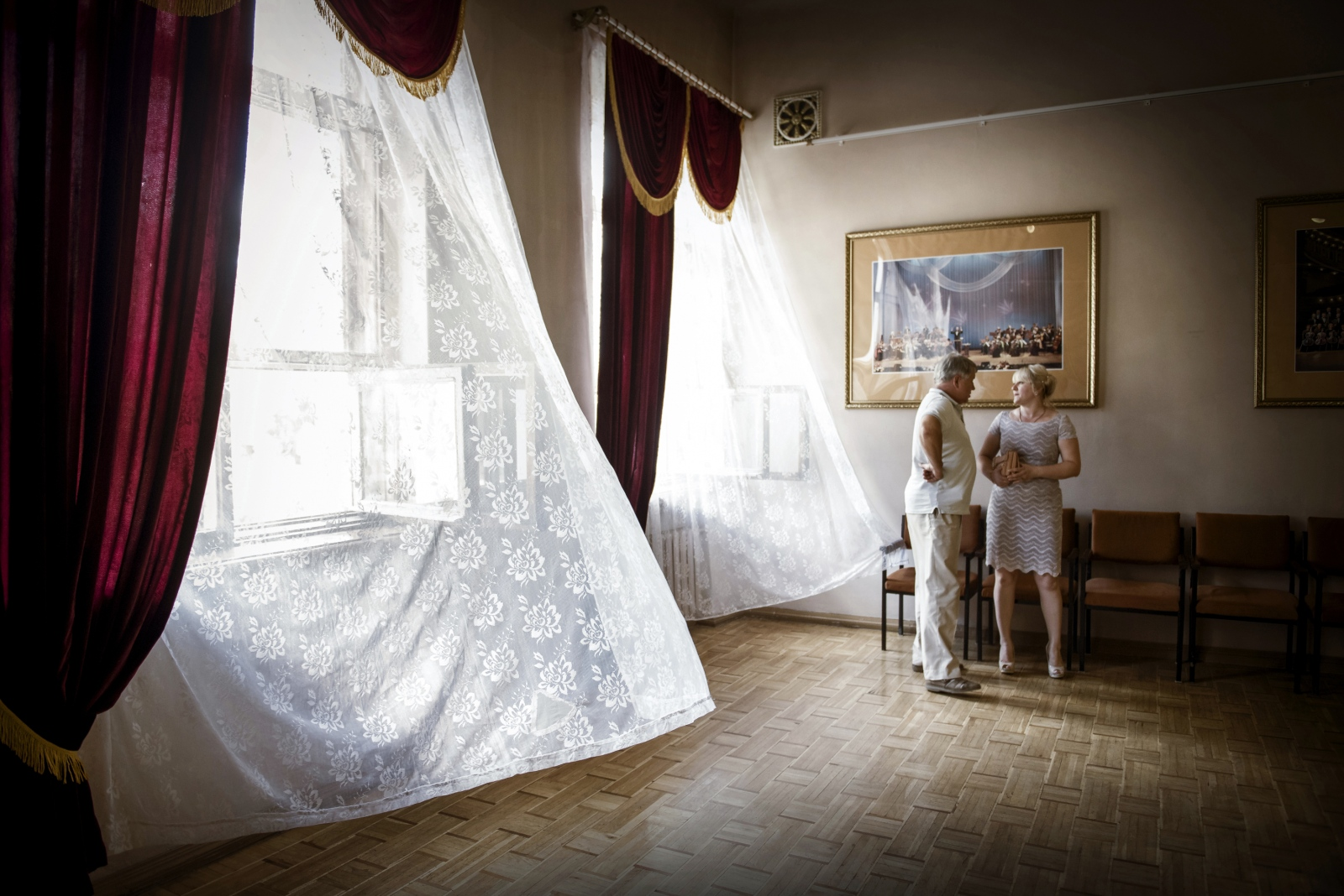 Art and Documentary Photography - Loading Donbass_stories_-_Roma_and_Oxsana_33.jpg
