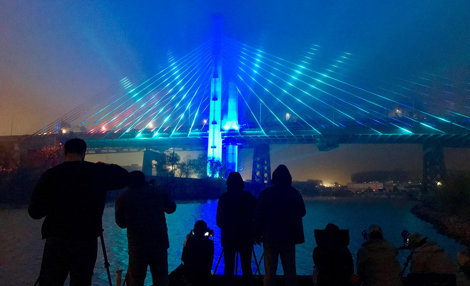 The new span of the Kosciuszko Bridge makes debut with a spectacular light show Thursday night's in New York with LED lights installed on the span that can change color and synchronize to music.