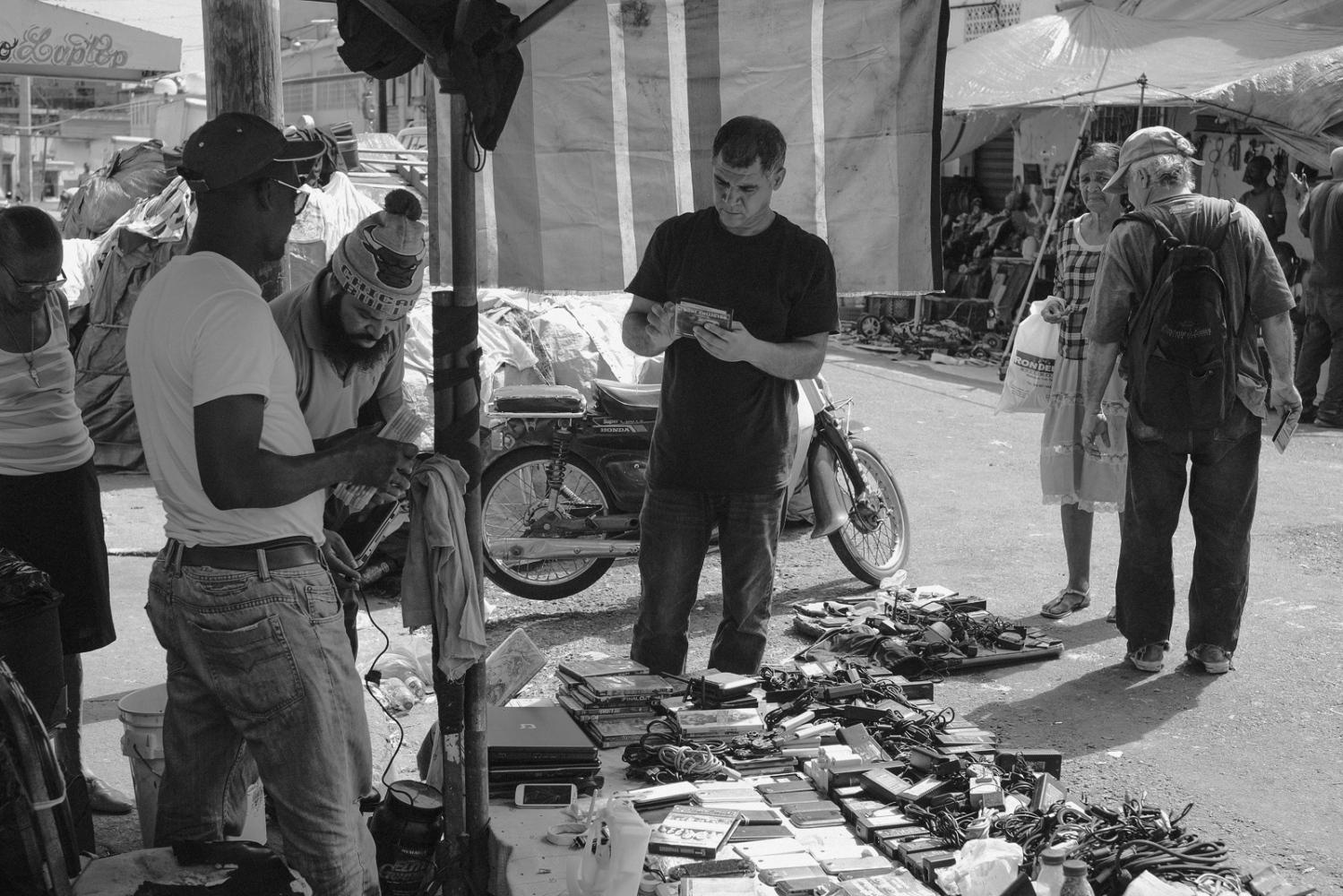Art and Documentary Photography - Loading Mercado__Peque__o_Haiti-7.jpg