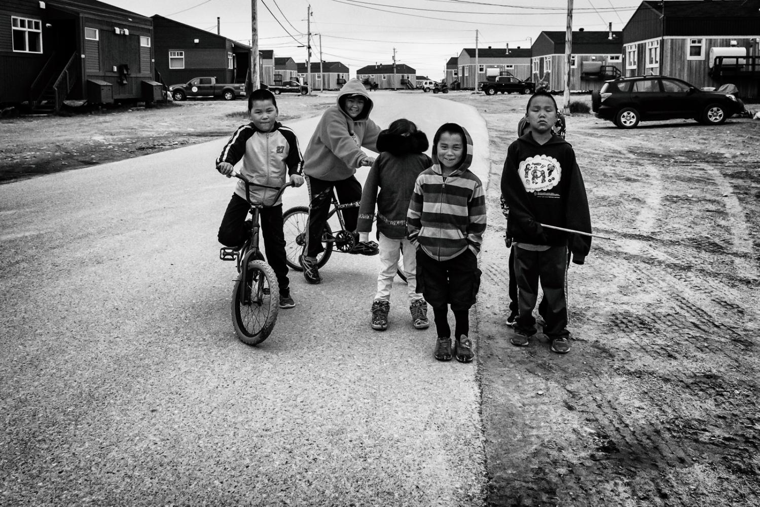 Art and Documentary Photography - Loading Inukjuak-3.jpg