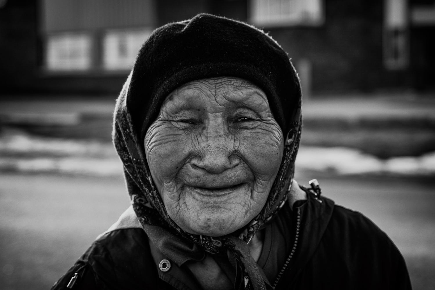 Art and Documentary Photography - Loading Inukjuak-9.jpg