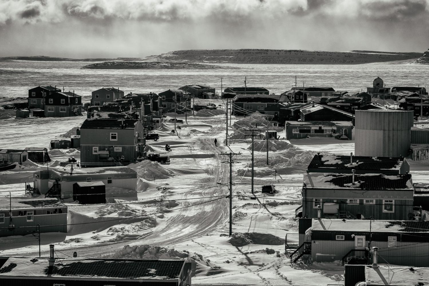 Art and Documentary Photography - Loading Inukjuak-11.jpg