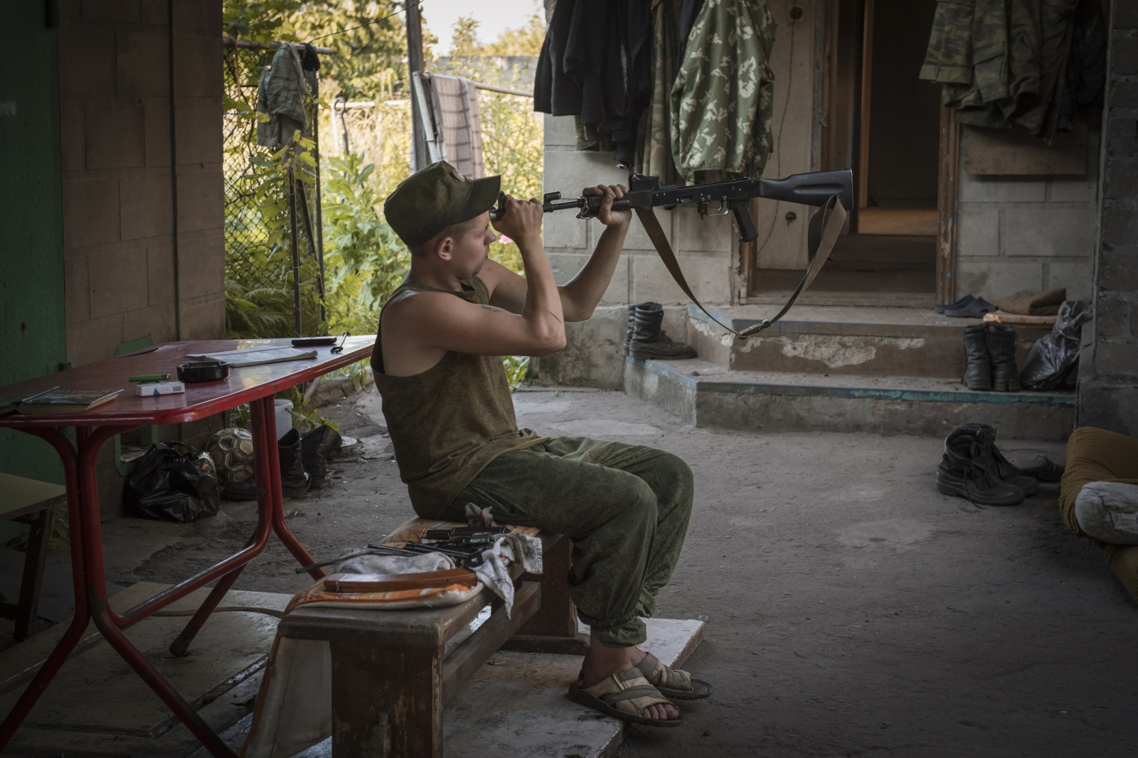 Art and Documentary Photography - Loading Donbass_stories_-_Max_30.jpg