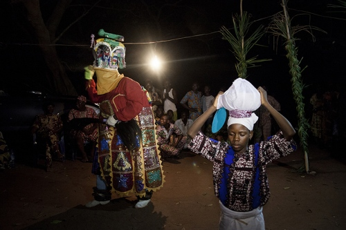 Arugba is to dance near Efe without ever smiling. She symbolises the Mothers' presence and their watch over us. Ofia, Benin, 2017. ©Laeïla Adjovi