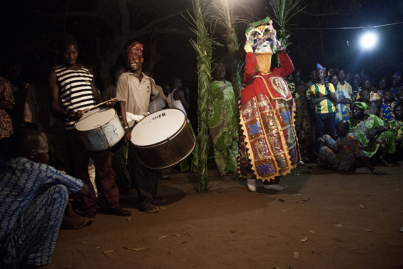 Right after Tetede's performance, late into the night, Efe finally comes out, accompanied by Guelede drummers. He will dance, sing and play to the crowd with songs prepared specially for the occasion. Ofia, Benin, 2017. ©Laeïla Adjovi