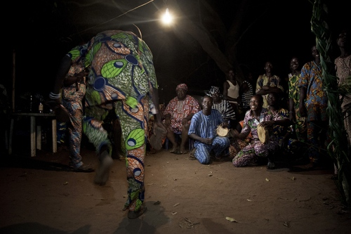 Chanting and dancing into the night, waiting for Efe to come out. Ofia, Bénin, 2017. ©Laeïla Adjovi