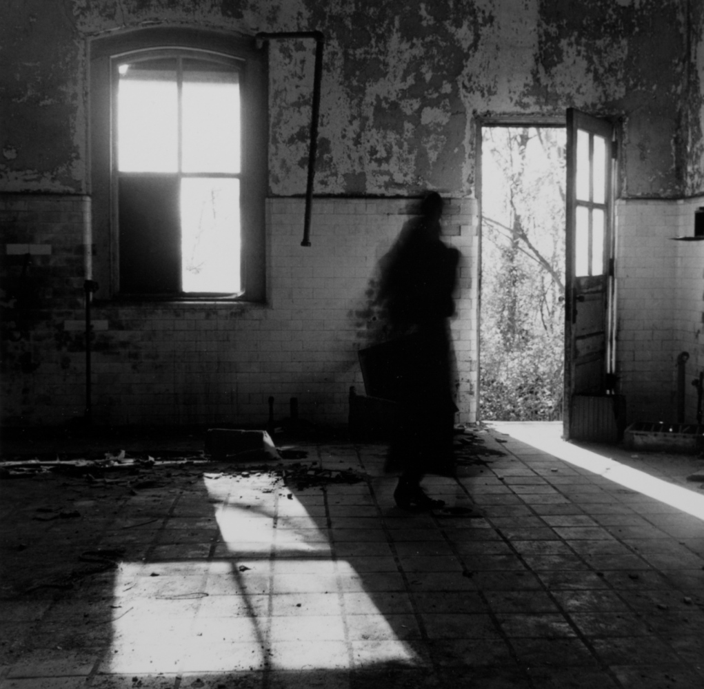 Art and Documentary Photography - Loading 8_Ellis_Island_Self-Portrait_1988_.jpg