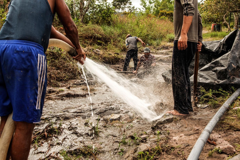 The miners in Las Claritas .
