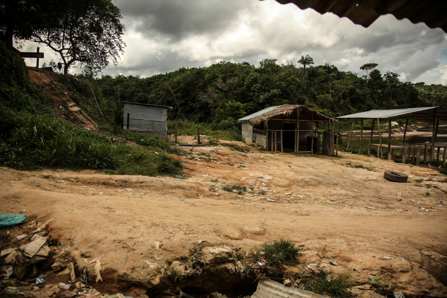 In the Aguas Claras camp the homes, which are almost always temporary, are made of zinc plates or large black plastic canvas mounted on wooden structures.