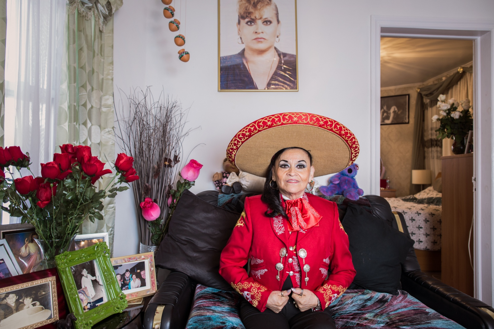 Yolanda Leticia , is a Mariachi singer from Veracruz, México and coordinator and teacher of the Mariachi Academy for children in New York. In her house in Jamaica, Queens she has a studio where she rehearses her singing. Yolanda, is considered the Queen of Mariachi in New York, appearing in various scenarios around of the United States singing the vernacular music of Mexico.