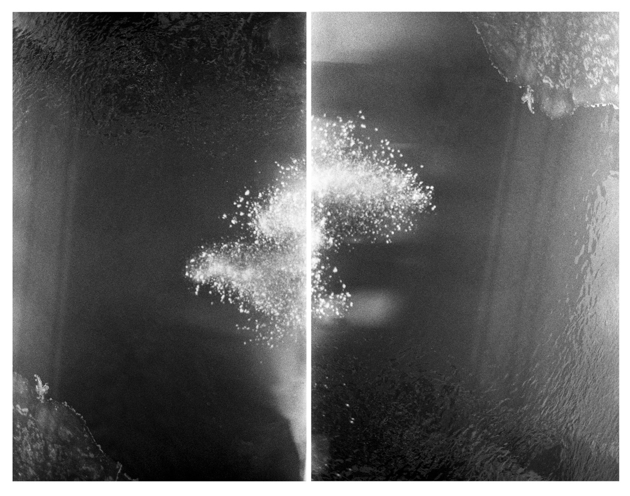 Suspension, 2014, 101.6 x 80cm, 101.6 x 80cm, (40 x 31,496in) photography diptych printed on single surface.