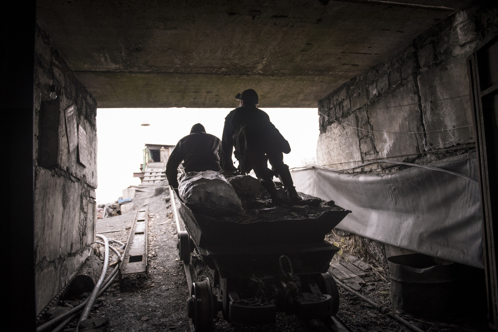 Art and Documentary Photography - Loading Donbass_stories_-_Evgeny18.jpg