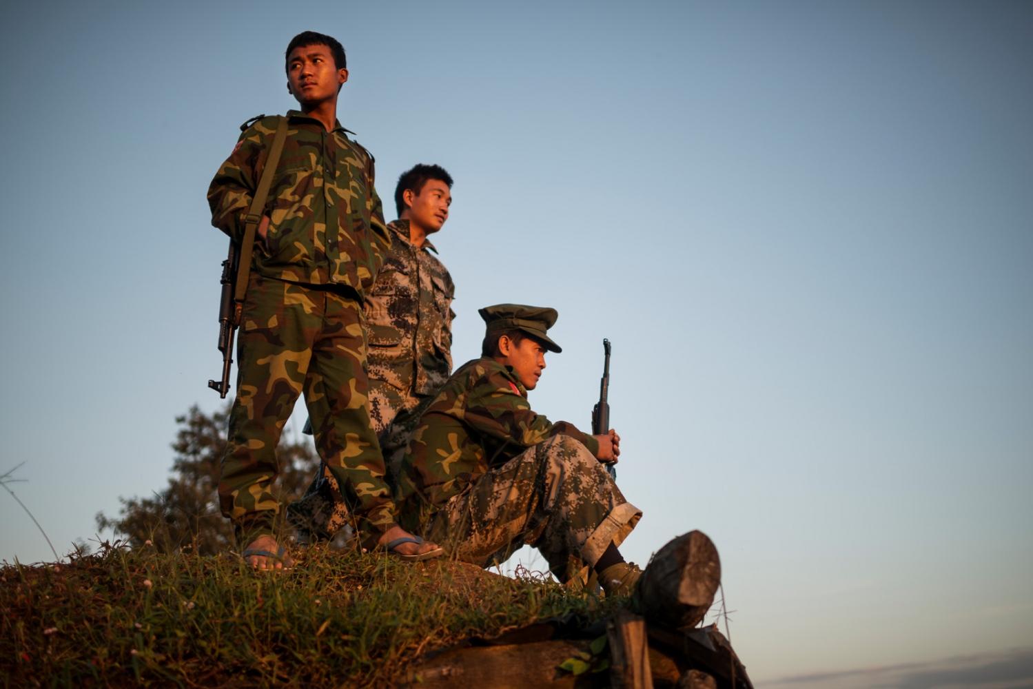 Art and Documentary Photography - Loading VS-Escalating-violence-Myanmar-09.JPG