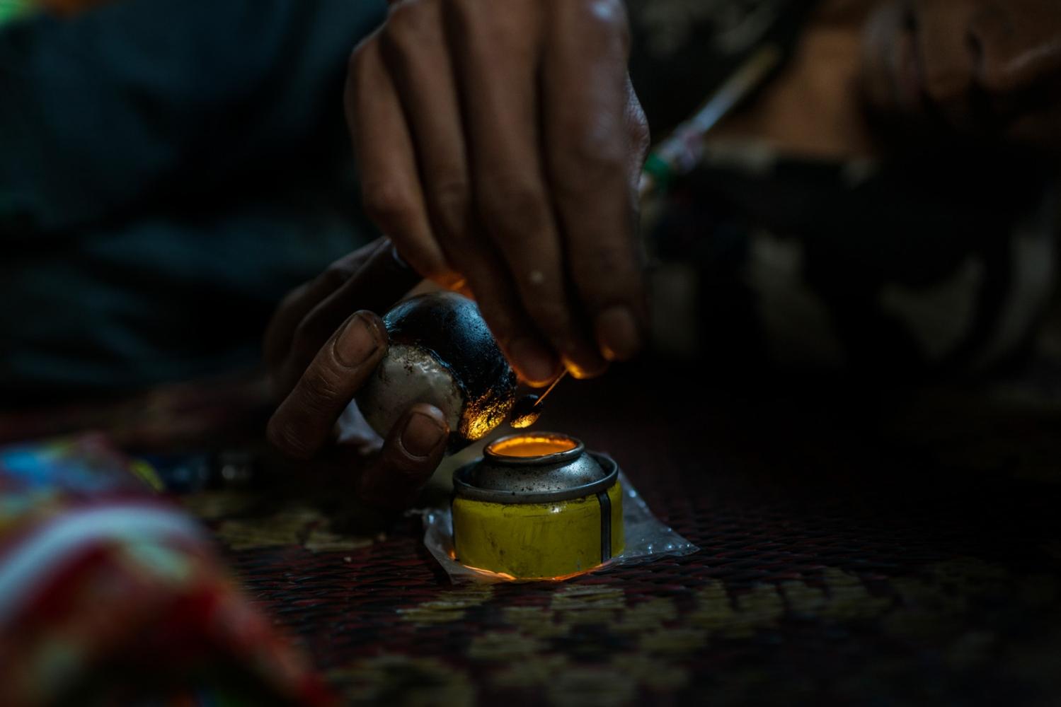 Art and Documentary Photography - Loading VS-Myanmar-drugs-10.JPG