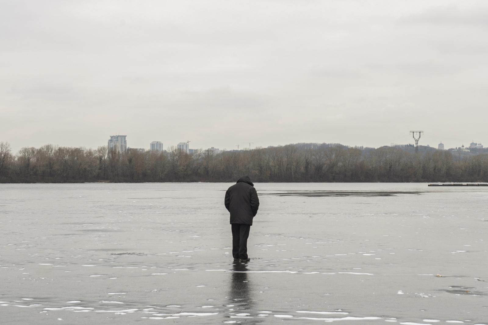 Art and Documentary Photography - Loading Seeking_ice_anglers21.jpg