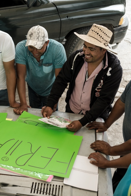 """May, 2017. Los Reyes Tlanechicolpan. For months the farmers near Puebla have been organizing themselves to create the """"First Fair of Legumes and Vegetables"""" this is a response for the malpractices they have to endure with the """"coyotes"""" (intermediaries), who keep trying to buy their goods under the set price, they even wait until early morning to low the prices up to a 80%."""