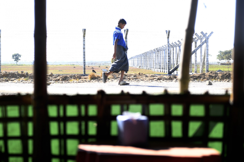 Art and Documentary Photography - Loading Rohingya_01.jpg