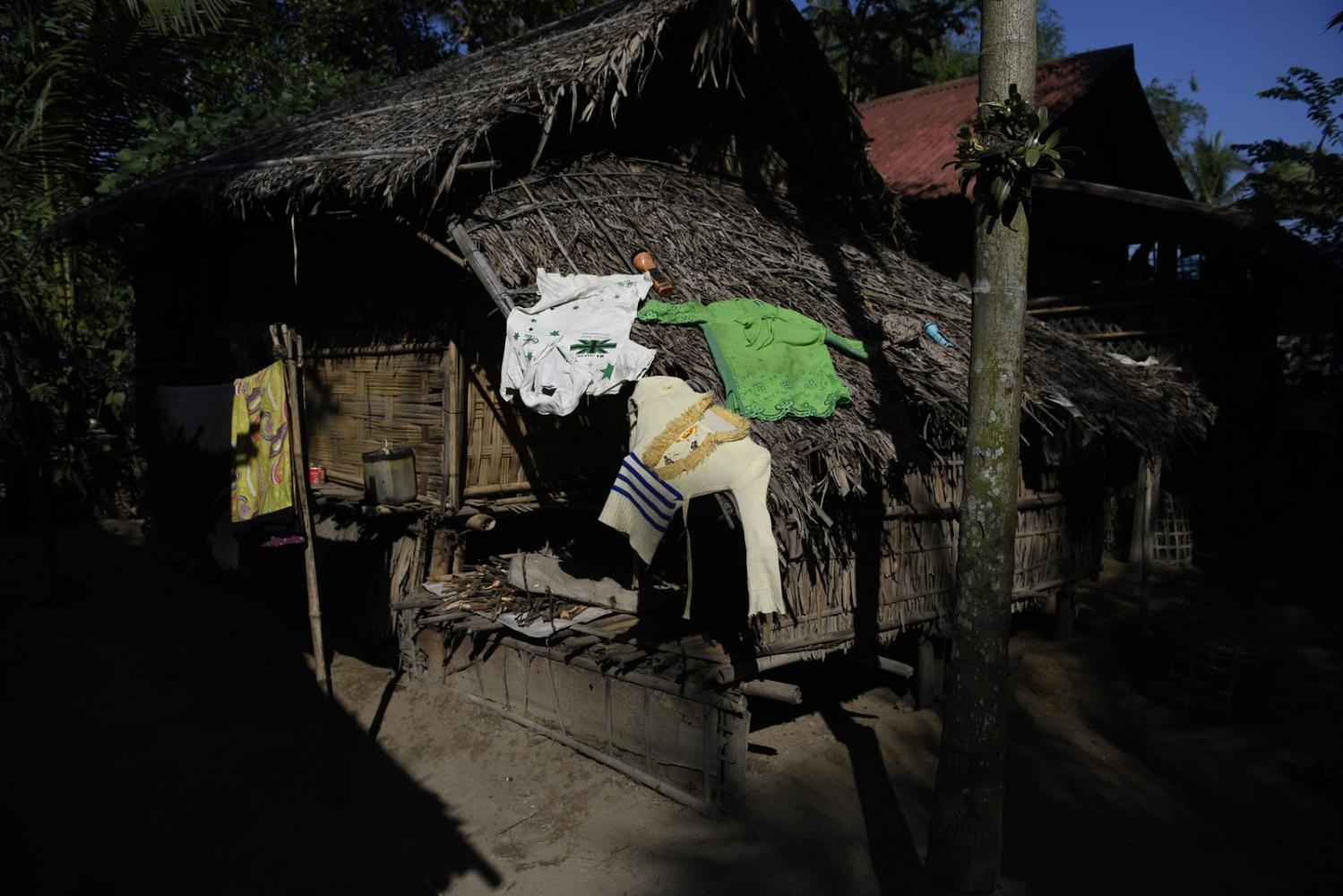 Art and Documentary Photography - Loading Rohingya_02.jpg