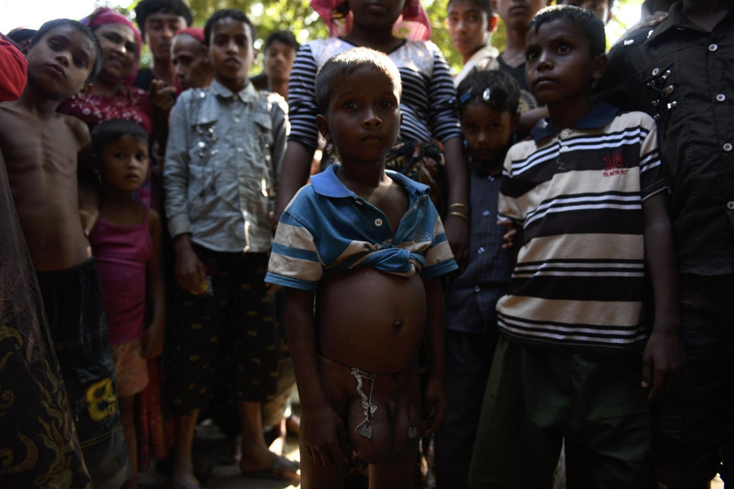 Art and Documentary Photography - Loading Rohingya_05.jpg