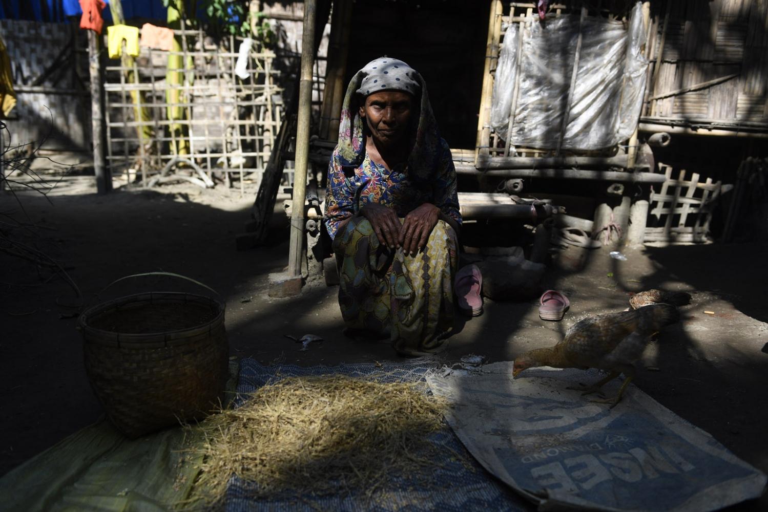 Art and Documentary Photography - Loading Rohingya_06.jpg