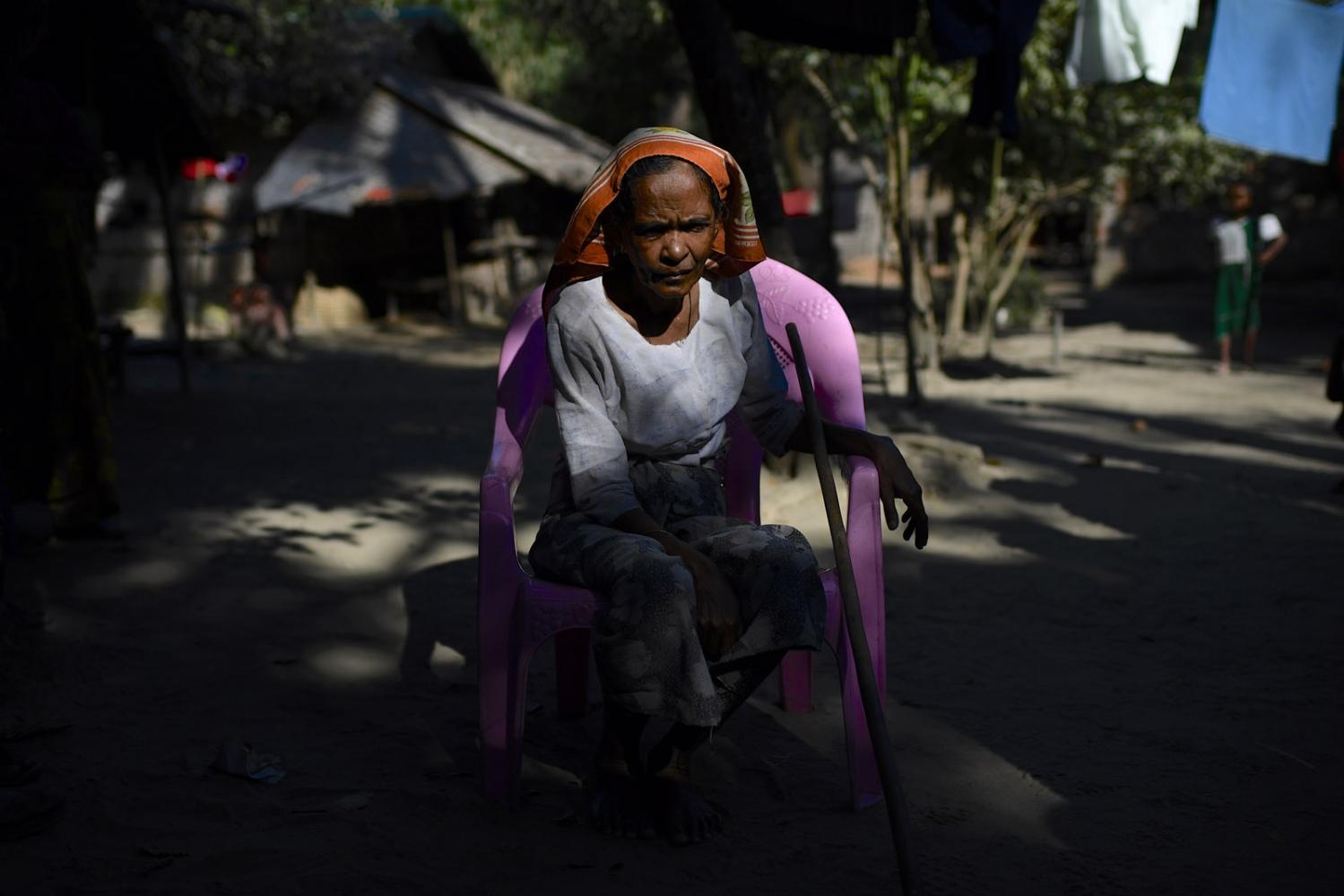 Art and Documentary Photography - Loading Rohingya_08.jpg