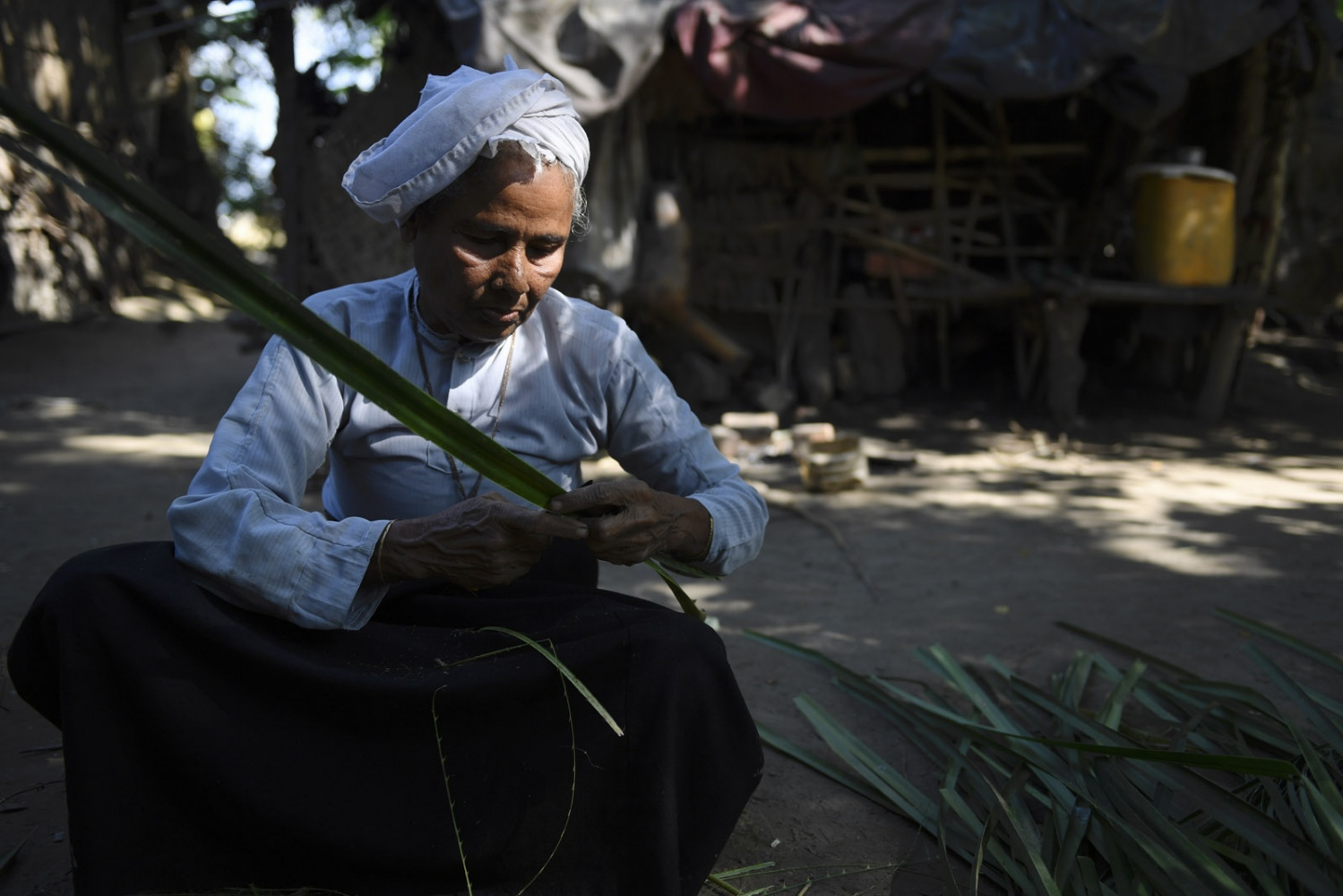 Art and Documentary Photography - Loading Rohingya_12.jpg