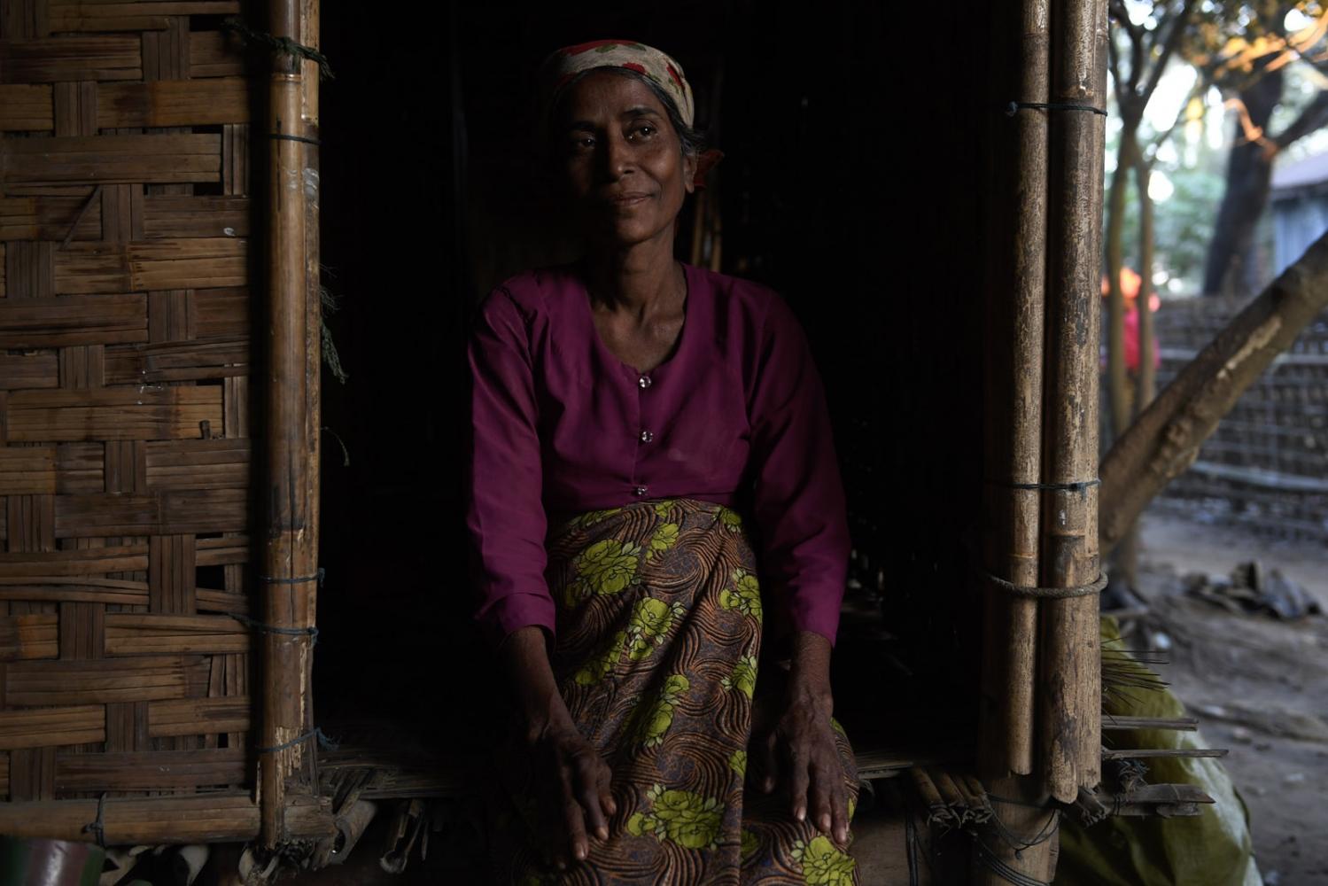 Art and Documentary Photography - Loading Rohingya_13.jpg