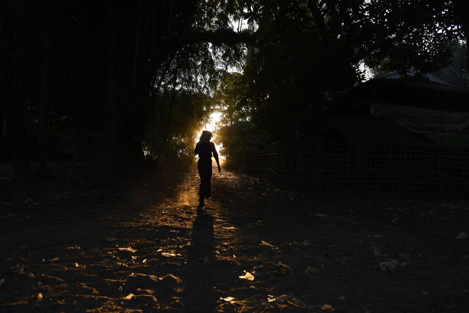 Art and Documentary Photography - Loading Rohingya_15.jpg