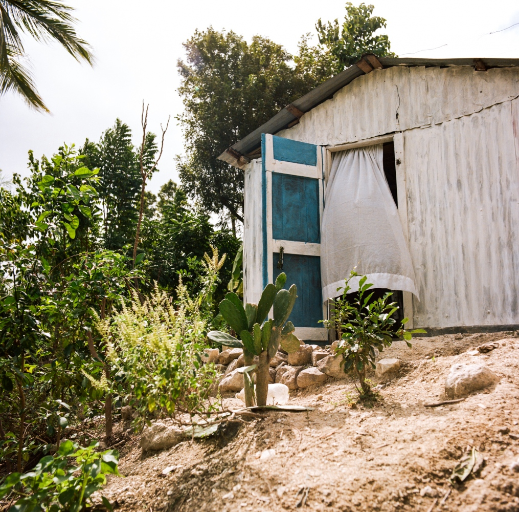 """Commune of Jacmel, section Cayes - Haiti. Dokté Fey (common name for the Haitian traditional healer) Paul treats people since she was 15. After our first meeting, Mrs. Paul unfortunately told us that she had lost her gift """"lafrik"""" and therefore was no longer able to meet us ..."""