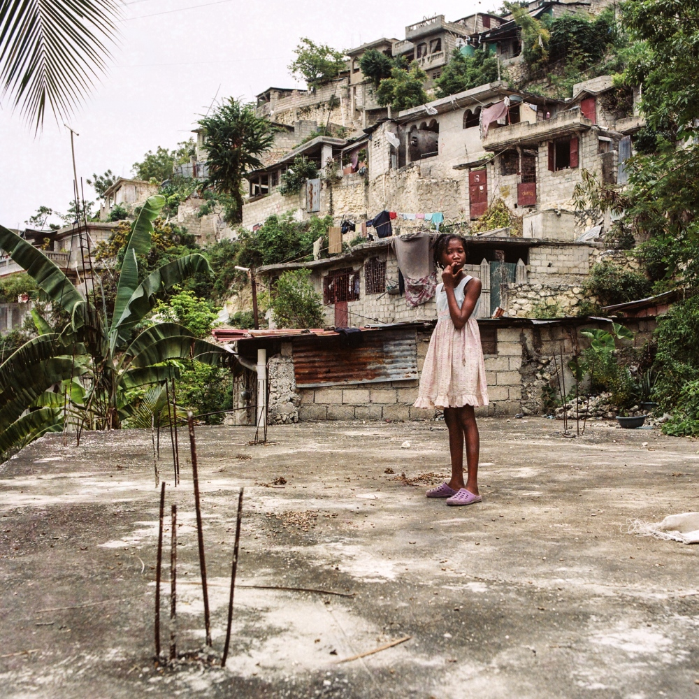Commune of Port-au-Prince, section Martissant - Haiti. On the roof of the house of Elise Valdor in Martissant (Haiti), a certain number of plants and trees provide the necessary ingredients to prepare the basic remedies.