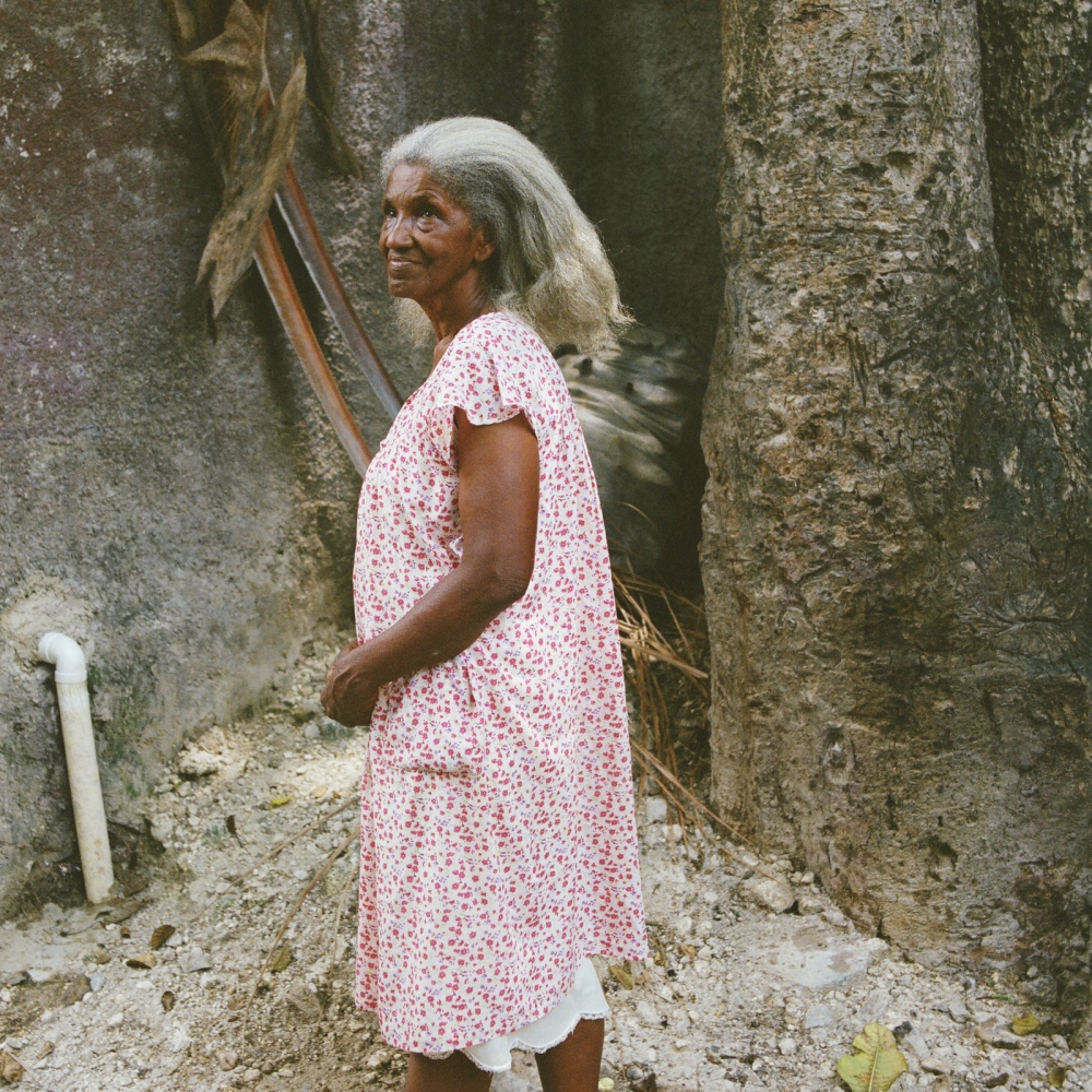 Commune of Port-au-Prince, section Martissant - Haiti. Elise Valdor, 72, is a Dokté Fey (common name for the Haitian traditional healer) in Martissant, popular area of Port-au-Prince, for the past fifteen years. However, she began to develop this gift only after the death of her mother who was an important Mambo (female Voodoo priest). Elise Vador was born in Jérémie (South of Haiti) of a middle-class family, however, she did not attend school. Every night, when she was asleep, a canoe came to pick her up and take her to a large boat where a white man (a foreigner) was sitting to teach her to read.