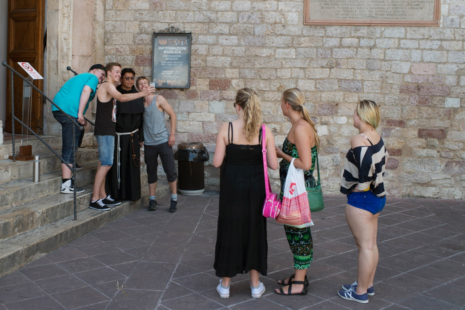 "A first visit in the town of Assisi. To get to know the town the group have got different assignments, like ""take a selfie with a monk""."