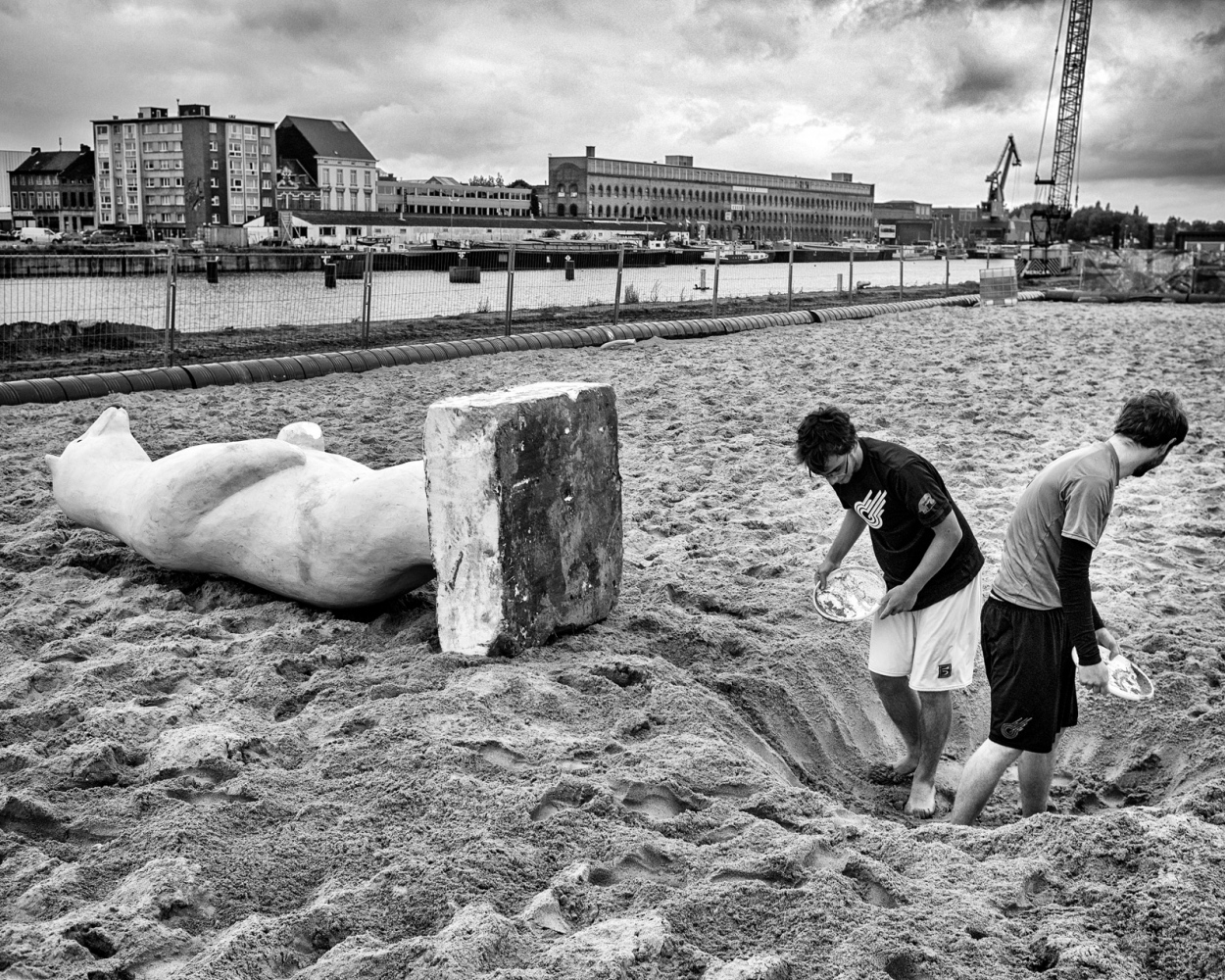 Art and Documentary Photography - Loading 062-CVE-20110813-DokGent-143-bewerkt.jpg
