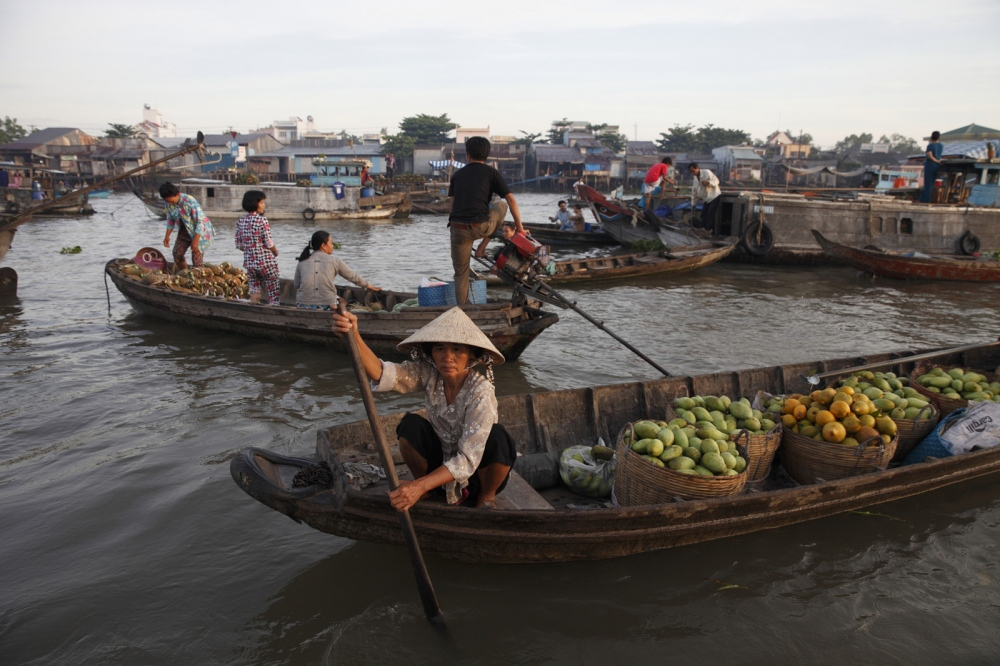 Can Tho city, on the H?u River, the biggest branch of the Mekong River in the Mekong Delta, is the daily Cai Rang floating market. Beginning before dawn the market is the largest and main wholesale fruit and wegetable market in the region.Can Tho, Vietnam.