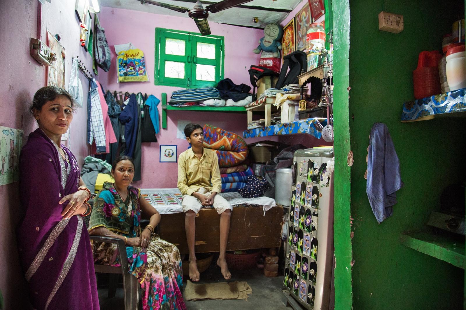 Art and Documentary Photography - Loading AlinaFedorenko_HomesOFindia14.jpg