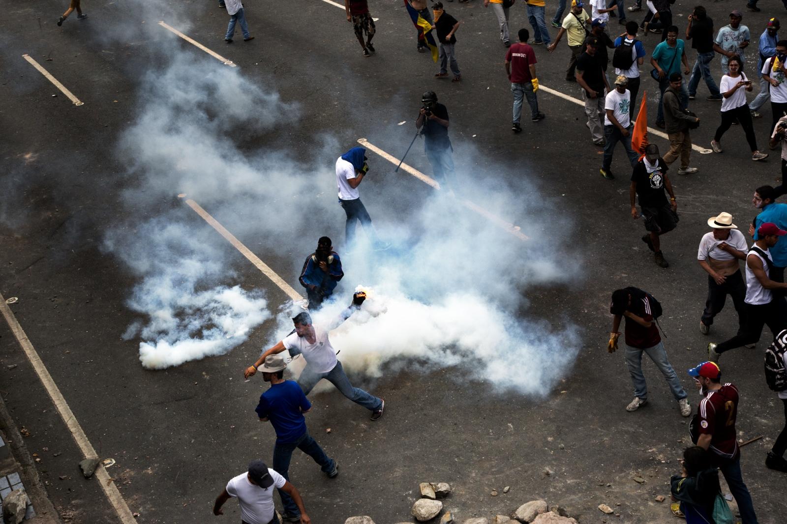 Art and Documentary Photography - Loading 012_VenezuelanUnrest_20170406_046-Edit_Protestas.jpg