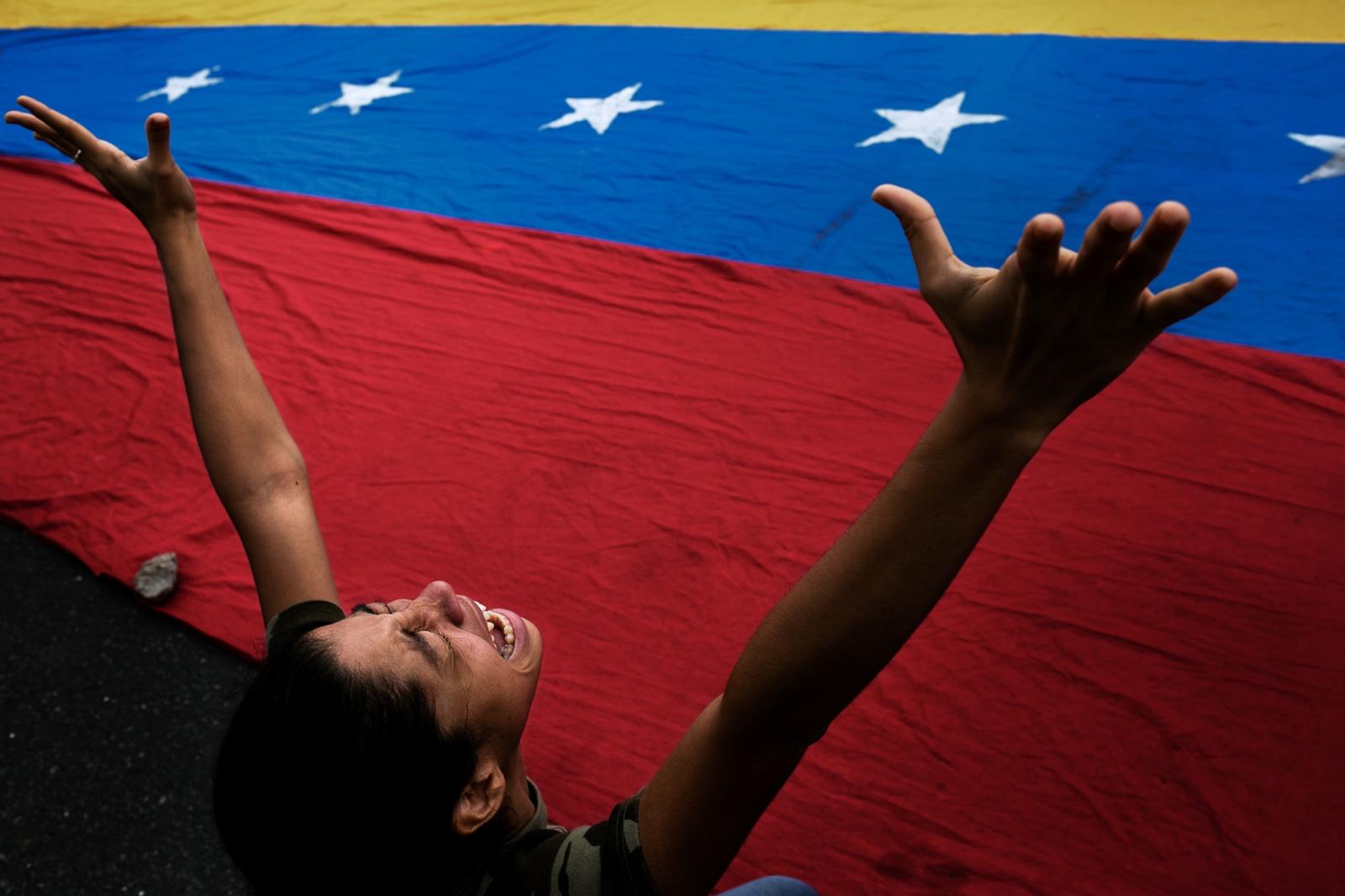 Art and Documentary Photography - Loading 002_VenezuelanUnrest_20170515_663-Edit_Protestas.jpg