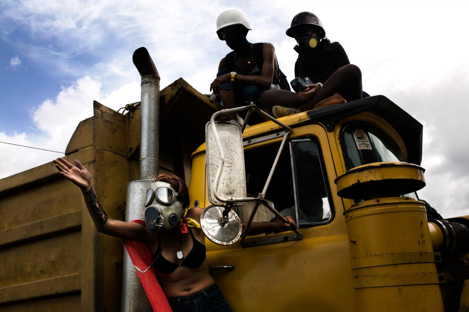 Art and Documentary Photography - Loading 008_VenezuelanUnrest_20170524_855-Edit_Protestas.jpg