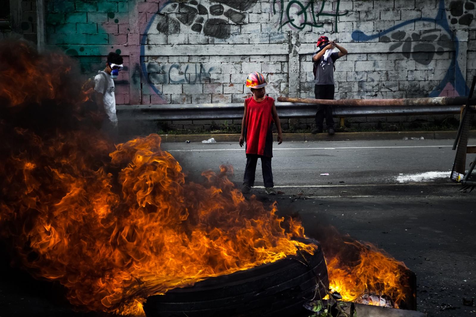 Art and Documentary Photography - Loading 085_VenezuelanUnrest_20170515_687-Edit_Protestas.jpg