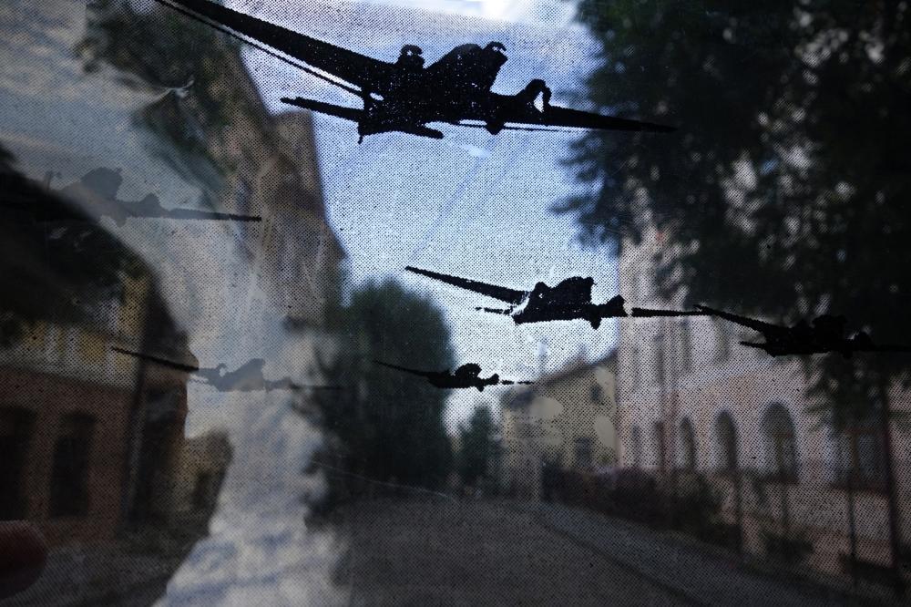 Photography image - The War Game #2 -  2013 in Czernowitz/Chernivttsi ©Sylvia de Swaan