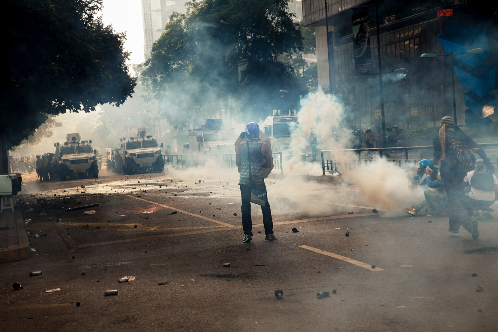 Art and Documentary Photography - Loading 011_Venezuela_WilRiera_HCR.jpg