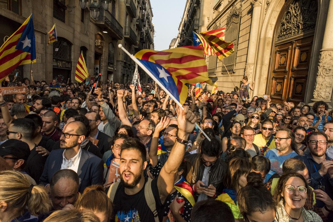 Catalonia declares the Independent Republic.