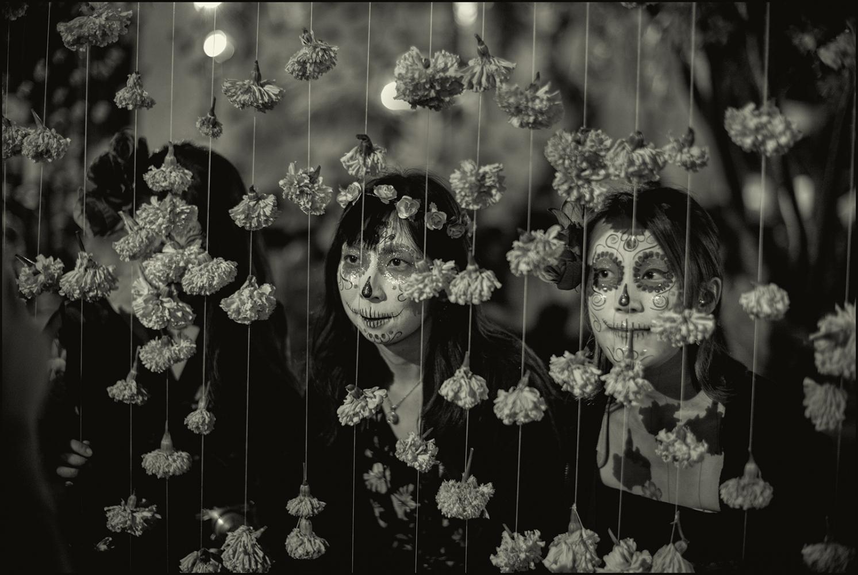 Art and Documentary Photography - Loading Oaxaca_Xochimico.Dia_Japanese.PLTv1.jpg